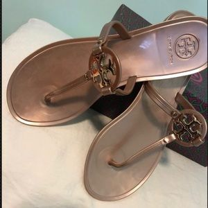 New size 8/ Gold Tory Burch Jelly's